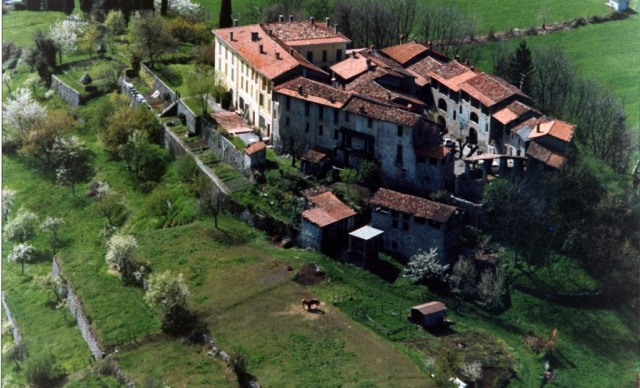Apartments to let in Castle of Carlazzo